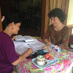 פרופ' רונית ריצ'י ומורתה, סרי רטנה סקטימוליה, בג׳וגג׳קרטה (אינדונזיה)